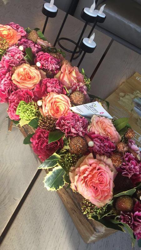 Bloemencreatie met lichtroze rozen