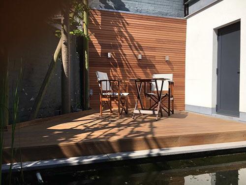 Nieuwe lounge van hout